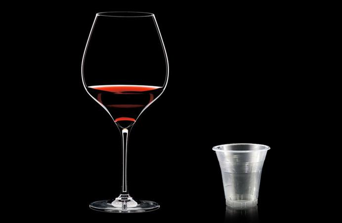 fidelidad-a-la-marca-y-neurobranding-en-la-comunicacion-de-producto-corporativa-reto-copa-de-vino-vasito-plastico